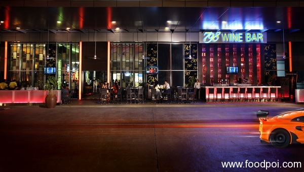 a-panoramic-view-of-the-social-scene-at-the-al-fresco-section-of-798-wine-bar_resize