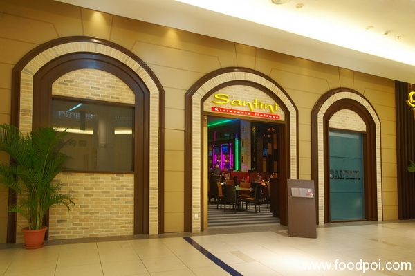 the-charming-exterior-of-santini-with-its-tavern-like-ambience_resize